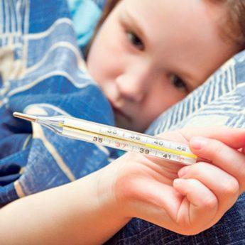 """Когда нужно """"сбивать"""" высокую температуру у ребенка?"""